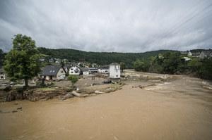 """Powodzie w Niemczech: Dziesiątki ofiar, wielu zaginionych. """"Katastrofa narodowa"""""""