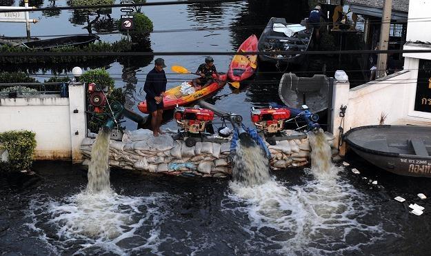 Powodzie wywołane burzami tropikalnymi i monsunami dotknęły miliony mieszkańców Tajlandii /AFP