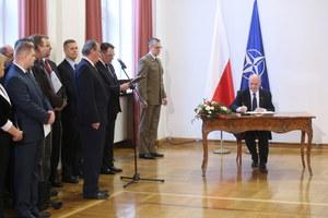 Powołanie podkomisji ds. ponownego zbadania katastrofy smoleńskiej. Szef MON podpisał dokumenty