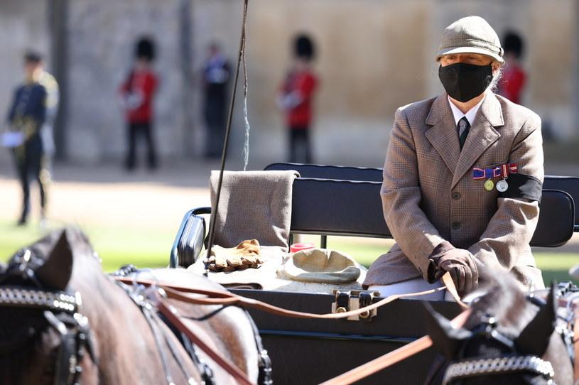 Powóz konny podczas pogrzebu księcia Filipa był symboliczne udekorowany. Zabrakło głównego woźnicy... /Getty Images