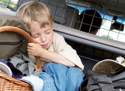 Powrót do kraju może być dla rodziny trudnym doświadczeniem /ThetaXstock