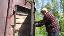 Powrót do lasu: Najstarszy smolarz w Bieszczadach