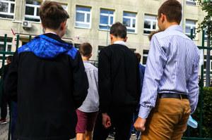 """Powrót do szkół w praktyce. """"Uczniowie zapominają, że mamy pandemię"""""""