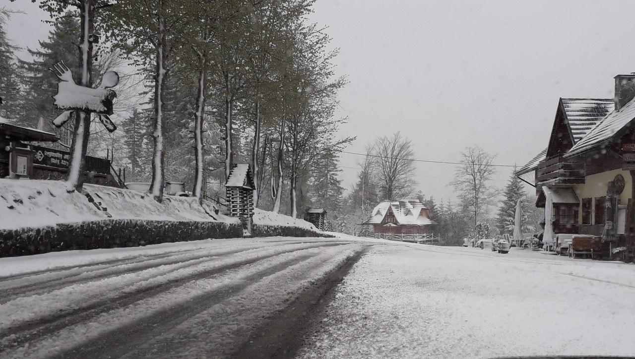 Powrót zimy w Beskidach. W niektórych miejscach leży 25 centymetrów śniegu