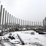 Powstaje dach hali lodowej w Tomaszowie Mazowieckim