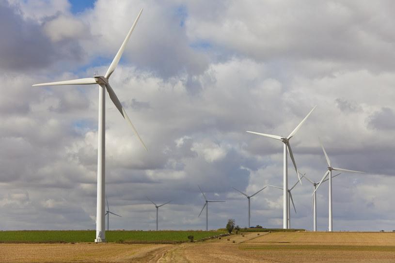 Powstałe w Niemczech cztery turbiny wiatrowe o mocy 3,4 MW każda /© Glowimages