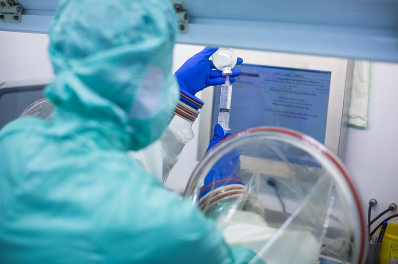 Powstaną leki przeciwwirusowe dla osób z COVID-19 na wczesnym etapie choroby /123RF/PICSEL