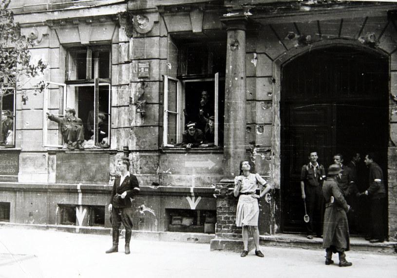 Powstańcy często walczyli o budynki, z którymi łączyły ich emocje i wspomnienia /MIREK NOWORYTA/East News /East News