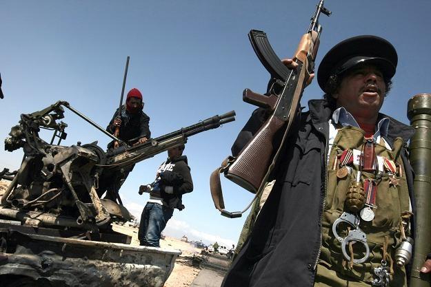 Powstańcy otrzymują broń z zagranicy /AFP