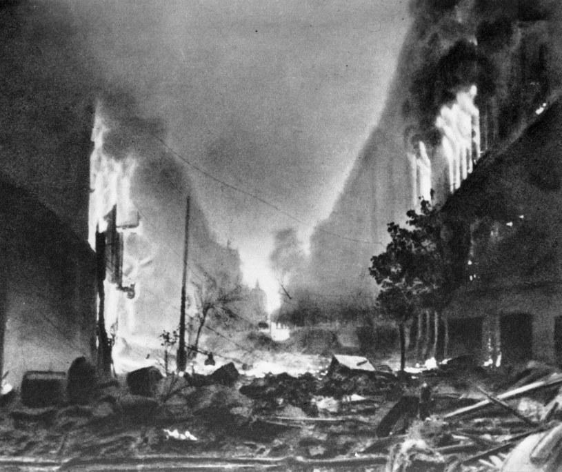 Powstanie Warszawskie, płonące Stare Miasto /Zbyszko Siemaszko / RSW / Forum /Agencja FORUM