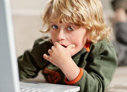 Powszechny dostęp do internetu spowodował, że świat realny nie jest jedynym światem /© Panthermedia