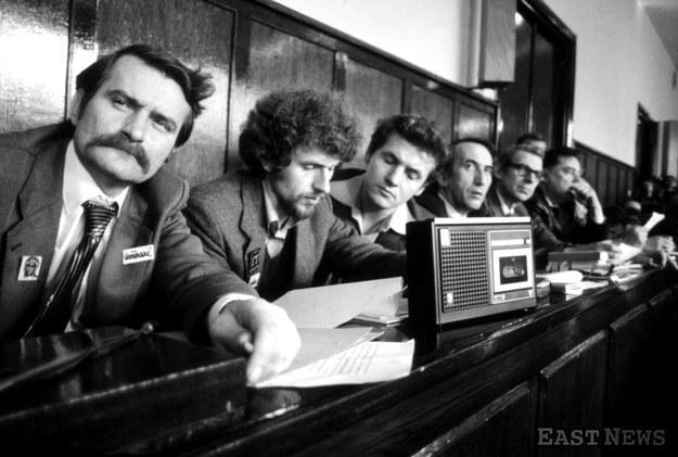 Powtórna rejestracja statutu NSZZ Solidarność przez Sąd Najwyższy. Warszawa, 10 listopada 1980 r. /Wojciech Laski /East News