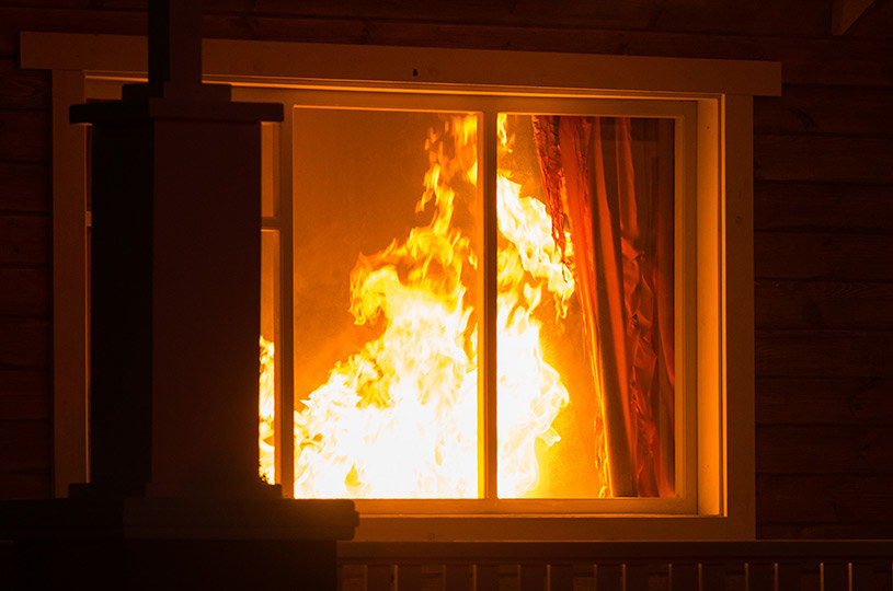 Poza przestrzeganiem zasad bezpieczeństwa pożarowego należy się też ubezpieczać /materiały promocyjne