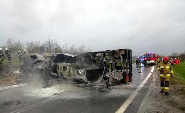 Pożar cysterny z olejem napędowym na obwodnicy Leżajska. Zginęła jedna osoba