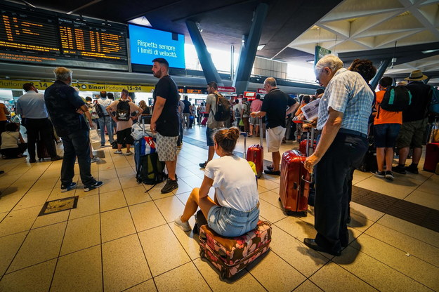 Pożar dyspozytorni spowodował chaos w ruchu kolejowym /CESARE ABBATE /PAP/EPA