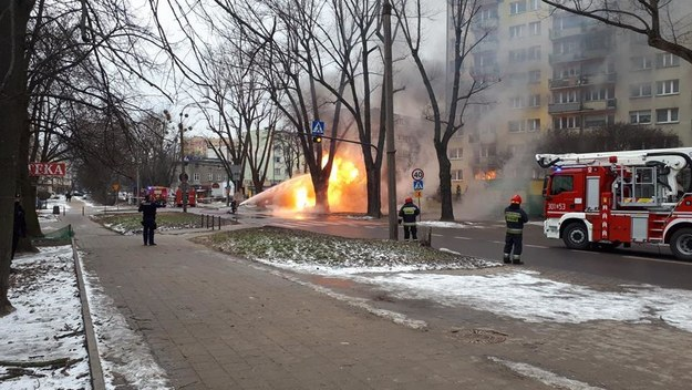 Pożar gazociągu w Łodzi, jedna osoba ranna, 50 ewakuowanych