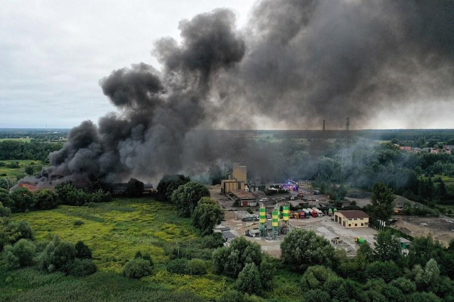 Pożar hali magazynowej w Konstancinie-Jeziornie /Leszek Szymański /PAP