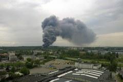 Pożar hali produkcyjnej w Katowicach. Słup dymu widać w całym mieście