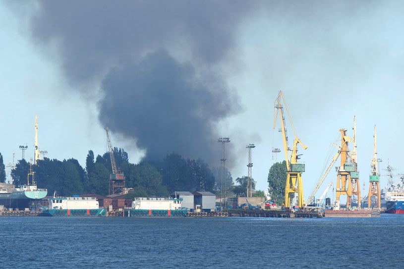 Pożar hali stoczni Marynarki Wojennej /Piotr Wittman (PAP) /PAP