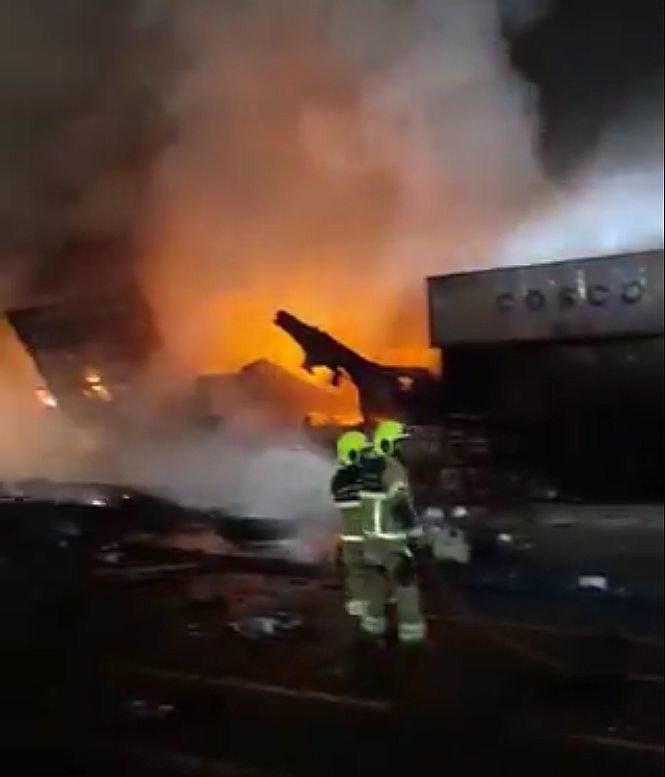 Pożar i eksplozja w porcie w Dubaju. Płonie kontenerowiec /Twitter.com/Dubai Media Office /