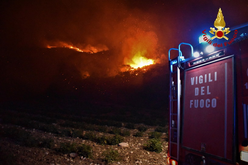 Pożar lasów na Sycylii /PAP/EPA/VIGILI DEL FUOCO HANDOUT /PAP