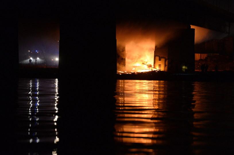 Pożar Mostu Łazienkowskiego /Jacek Turczyk /PAP