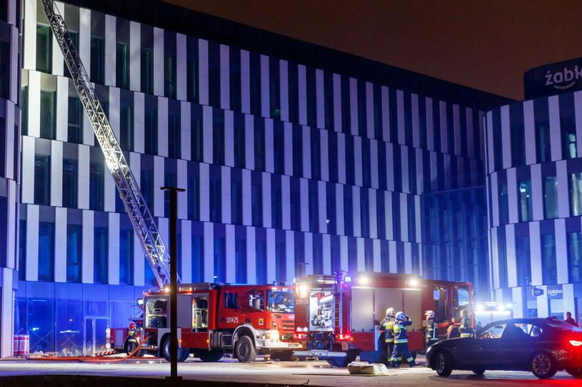 Pożar na dachu biurowca w Katowicach (fot. Andrzej Grygiel) /PAP