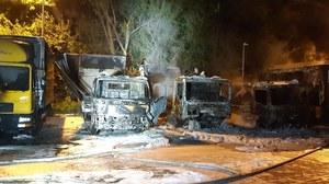 Pożar na placu manewrowym firmy kurierskiej. Spłonęły auta