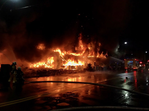 Pożar na Tajwanie /KAOHSIUNG FIRE BUREAU HANDOUT /PAP/EPA