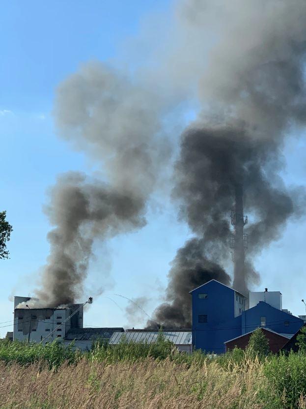 Pożar na terenie dawnej cukrowni w Chybiu /Gorąca Linia RMF FM /