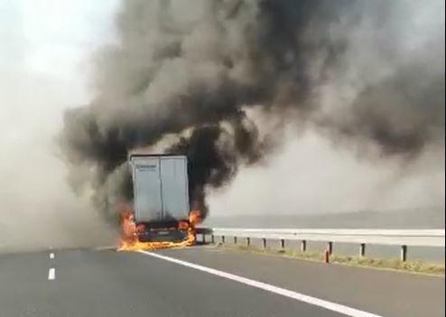 Pożar naczepy ciężarówki na A4 /Policja Tarnów /Zrzut ekranu