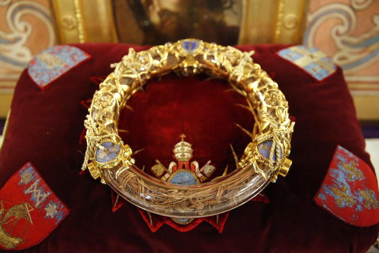 Pożar Notre Dame. Ksiądz-strażak wyniósł relikwie korony cierniowej z płonącej katedry