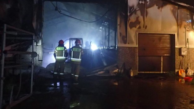 Pożar obory w Bartnikach (fot. KP PSP Lidzbark Warmiński) /Materiały prasowe