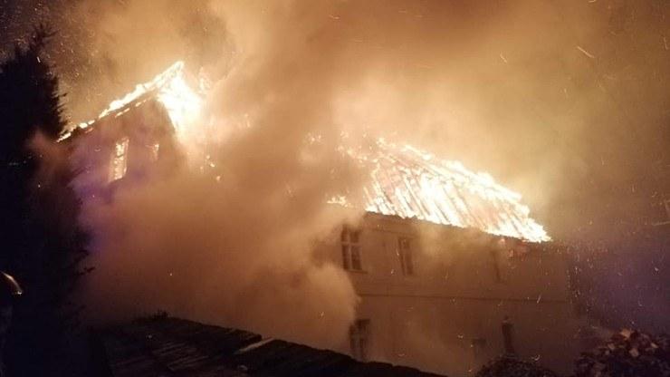 Pożar plebanii w Jakubowicach /Ochotnicza Straż Pożarna w Gaworzycach /facebook.com
