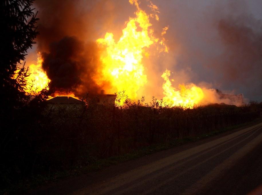 Pożar po wybuchu gazociągu w Jankowie Przygodzkim /Tomasz Wojtasik /PAP