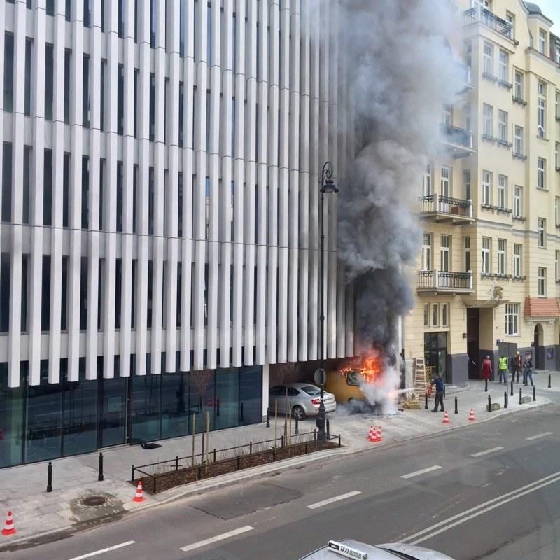 Pożar samochodu przy ulicy Litewskiej /Gorąca Linia RMF FM /Gorąca Linia RMF FM