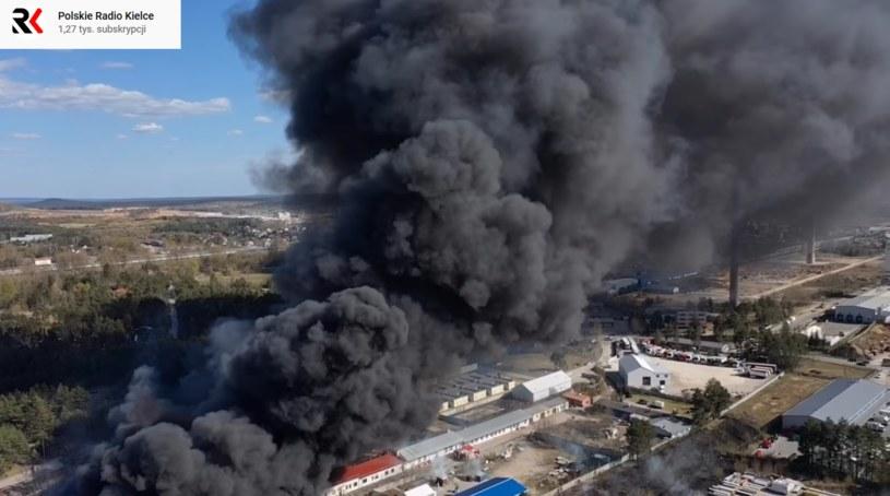 Pożar składowiska chemikaliów w Nowinach pod Kielcami /YouTube