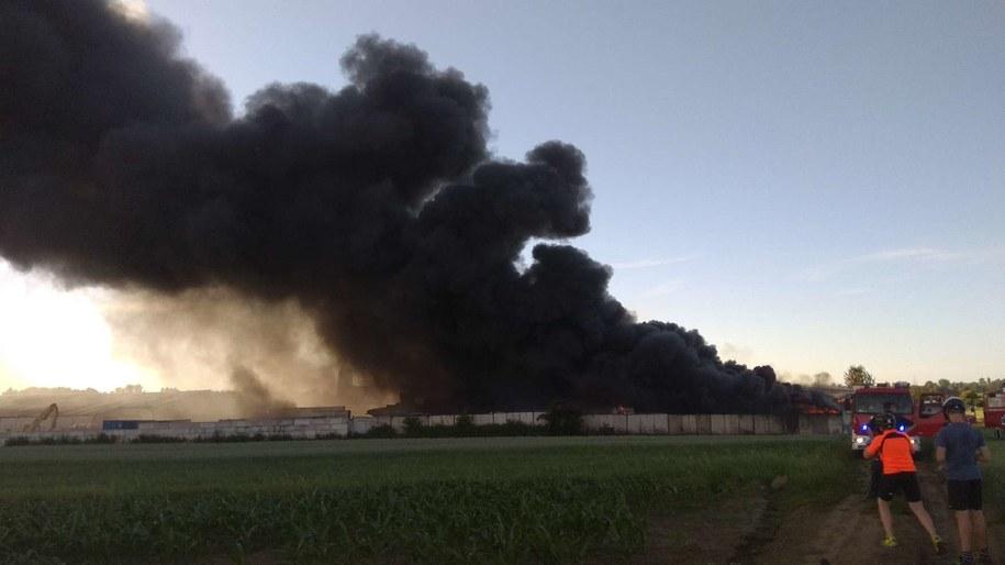 Pożar składowiska makulatury w Piekarach Śląskich /Gorąca Linia RMF FM /Gorąca Linia RMF FM