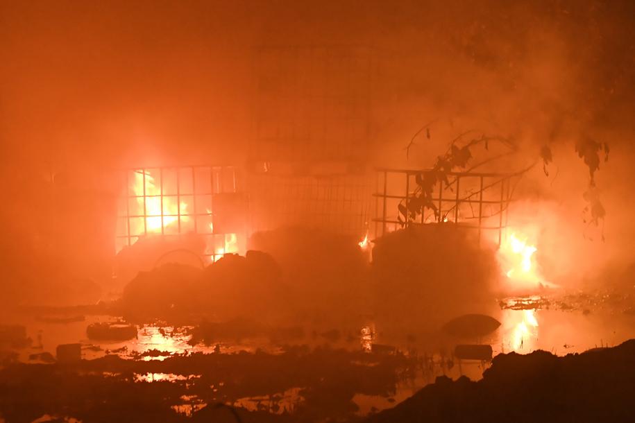 Pożar składowiska odpadów chemicznych we wsi Wszedzień /Tytus Żmijewski /PAP