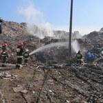 Pożar składowiska odpadów w Brzeszczach. Ogień gasiło 5 zastępów straży