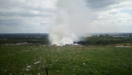 Pożar składowiska odpadów w Długoszynie. Akcja strażaków nawet do wieczora /Gorąca Linia RMF FM /Gorąca Linia RMF FM