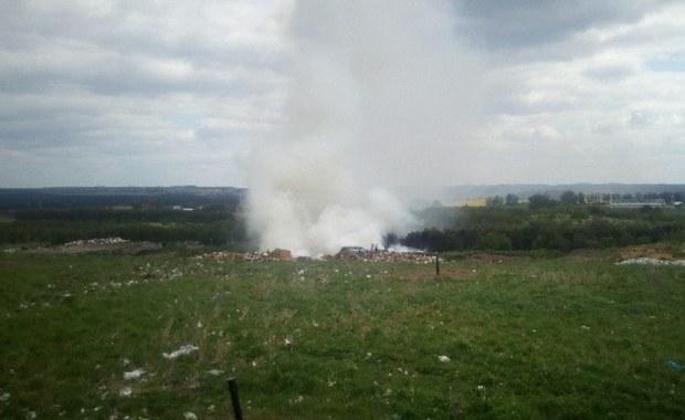 Pożar składowiska odpadów w Długoszynie. Akcja strażaków nawet do wieczora