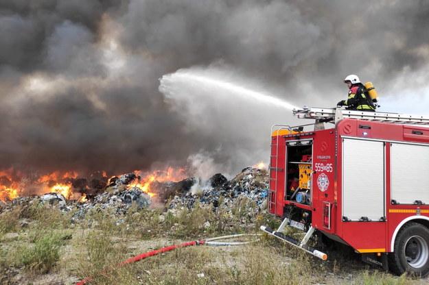 Pożar składowiska odpadów w okolicach wsi Sobolew /PSP Jawor /PAP