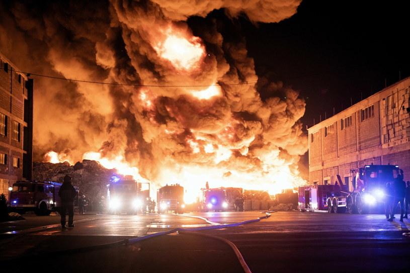 Pożar składowiska odpadów w Zgierzu pod Łodzią, zdjęcie z 26 maja /Grzegorz Michałowski   /PAP