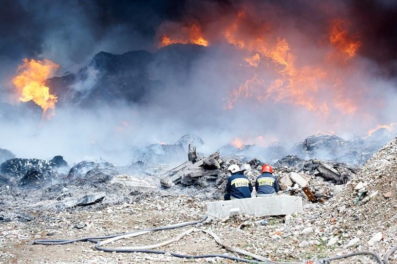 Pożar składowiska odpadów w Zgierzu /LUKASZ SZELAG/REPORTER /Reporter