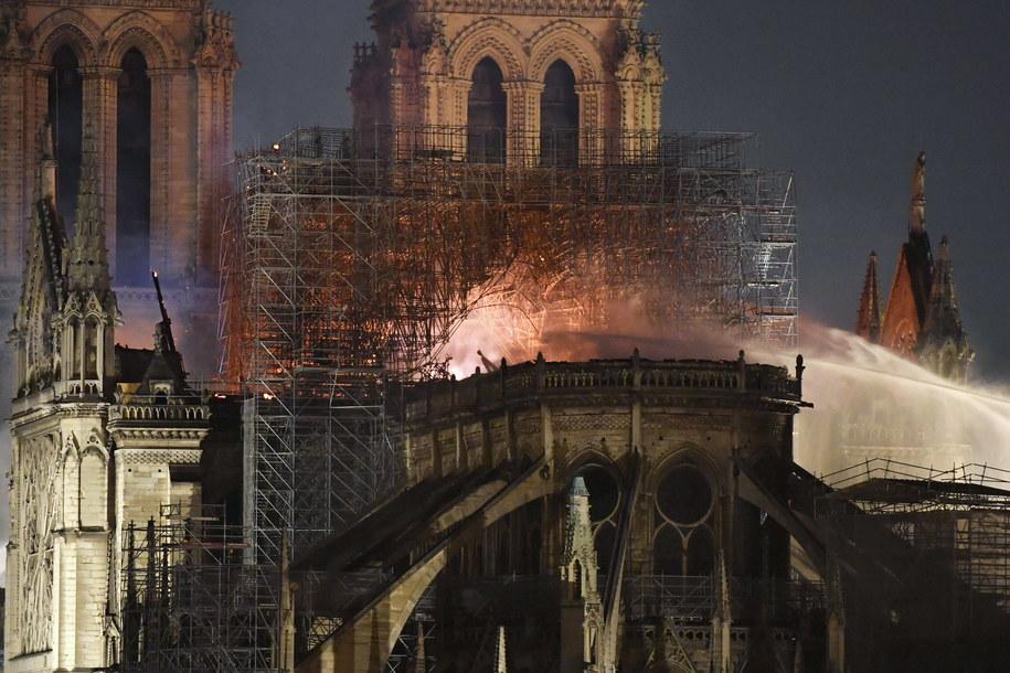Pożar spowodował ogromne zniszczenia /YOAN VALAT  /PAP/EPA