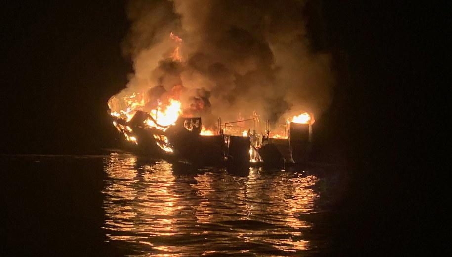 Pożar statku /SANTA BARBARA COUNTY FIRE /PAP/EPA