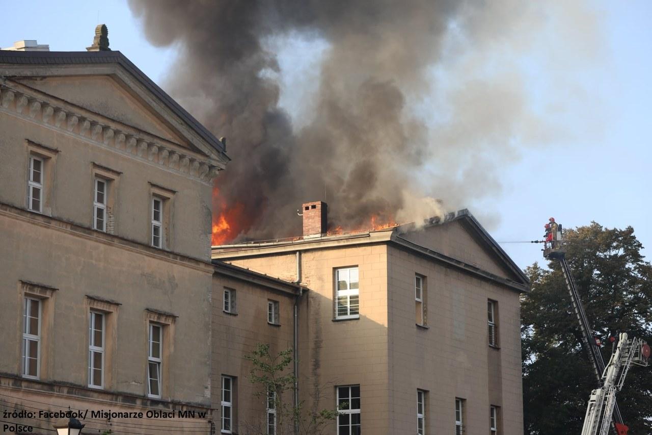 Pożar szkoły w Lublińcu na Śląsku. Zawalił się dach budynku