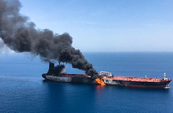 Pożar tankowca w Zatoce Omańskie /AFP