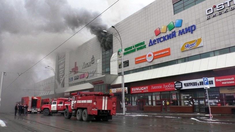 Pożar w centrum handlowym w Kemerowie. /EMERGENCIES MINISTRY HANDOUT /PAP/EPA